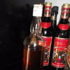 Coleccionismo de vinos y licores: ANTIGUA BOTELLA SCOTCH WHISKY DEWARS. Lote 95623475