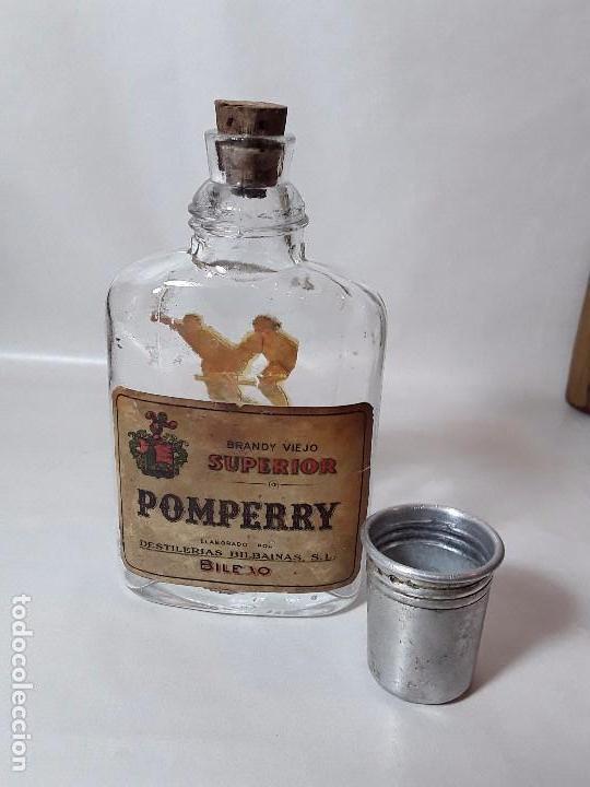 Coleccionismo de vinos y licores: BOTELLIN O PETACA DE - BRANDY VIEJO SUPERIOR POMPERRY DESTILERIAS BILBAINAS SL BILBAO. - Foto 3 - 97066387