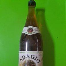 Coleccionismo de vinos y licores: BOTELLA MUY ANTIGUA AÚN PRECINTADA DE VINO BLANCO ADAGIO. Lote 97258327