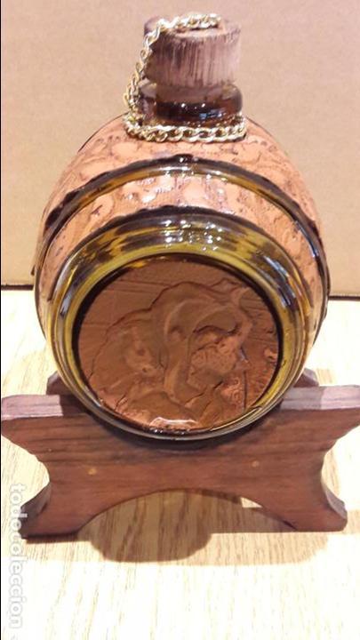 Coleccionismo de vinos y licores: BARRILITO DE CRISTAL PARA LICORES. GRIFO DE LATÓN / PIE DE MADERA. 17 X 12 CM SIN PIE. - Foto 3 - 97524319
