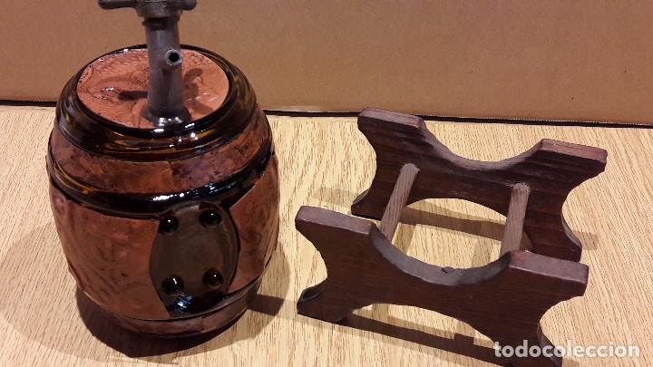 Coleccionismo de vinos y licores: BARRILITO DE CRISTAL PARA LICORES. GRIFO DE LATÓN / PIE DE MADERA. 17 X 12 CM SIN PIE. - Foto 5 - 97524319