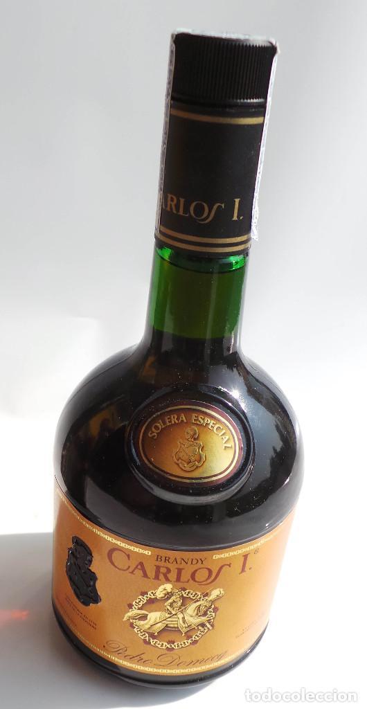 Coleccionismo de vinos y licores: BOTELLA BRANDY CARLOS I - PRECINTO 8 PESETAS - 750ML - Foto 7 - 97611935