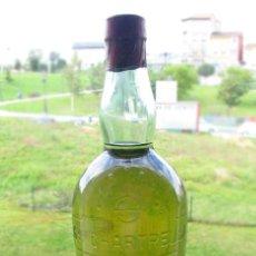 Coleccionismo de vinos y licores: MUY ANTIGUA BOTELLA DE LICOR CHARTREUSE. SIN ABRIR. MODELO RARO. Lote 98141779