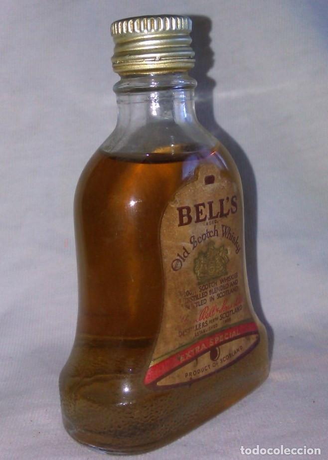 Coleccionismo de vinos y licores: Botellin de Bell's and Sons LTD, old scotch whisky extra special, Scotland, botellita. A8802. - Foto 2 - 98185891