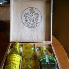 Coleccionismo de vinos y licores: ESTUCHE DE MADERA CON BRANDY CARLOS I Y CREMA DE LIMA - P. DOMECQ - 40 CÉNTIMOS -SIN DESPRECINTAR. Lote 99702279