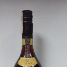 Coleccionismo de vinos y licores - BOTELLA BRANDY TORRES 10 GRAN RESERVA IMPERIAL AÑOS 70-PRECINTADA - 99771823