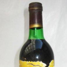 Coleccionismo de vinos y licores: NUNCA VISTA! BOTELLA VINO ANTIGUA JOSE MARIA AZNAR ESPAÑA ES POPULAR BODEGAS TORREVELLISCA. Lote 99985119