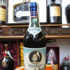Coleccionismo de vinos y licores: ANTIGUA BOTELLA DE BRANDY CONQUISTADOR BRANDY Y COÑAC VIEJO, 3/4 LITRO IMPUESTO DE 80CTS. Lote 102512439