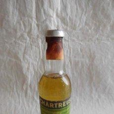 Coleccionismo de vinos y licores: M69 BOTELLA MINIATURA LICOR CHARTREUSE ETIQUETA VERDE. COMPLETO. NUNCA ABIERTO. PRECINTADA.. Lote 102520291
