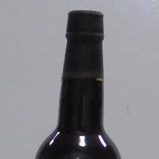 Coleccionismo de vinos y licores: BOTELLA. OSBORNE Y CIA. EL CID. 75 CL. VINO NO COMERCIALIZADO. VER FOTOS. CERRADA. Lote 102681823