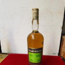 Coleccionismo de vinos y licores: BOTELLA LICOR CHARTREUSE VERDE DE TARRAGONA PRECINTO ÁGUILA DE SAN JUAN 8 PESETAS MÁS DE 40 AÑOS. Lote 104281459