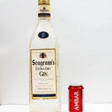 Coleccionismo de vinos y licores: BOTELLA GRAN TAMAÑO TIPO MAGNUM SEAGRAM'S EXTRA DRY GIN 48 CM ALTO PLASTICO DURO VACIA, SEAGRAMS. Lote 104303499