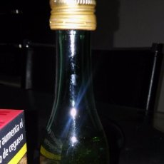 Coleccionismo de vinos y licores: C. DA SILVA, OPORTO. VIN VOLANT. EMBOTELLADO PARA MARTINAIR (HOLANDA). BOTELLÍN 14 CM. SIN ABRIR. Lote 105042611
