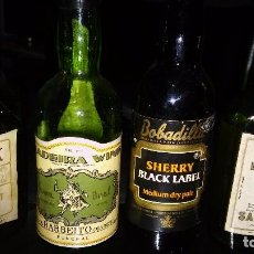 Coleccionismo de vinos y licores: BOTELLINES: MADEIRA WINE, SHERRY BLACK LABEL, DRY PALE SHERRY Y DRY SACK DE WILLIAMS AND HUMBERT.. Lote 105051983