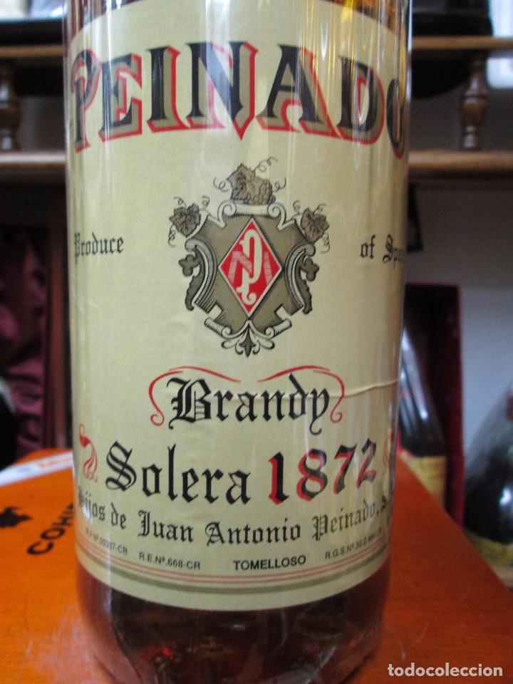 Coleccionismo de vinos y licores: ANTIGUA BOTELLA DE BRANDY COÑAC, PEINADO 1872 IMPUESTO DE 8 PTS, DECADA AÑOS -70-80 - Foto 3 - 105318919
