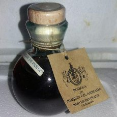 Collectionnisme de vins et liqueurs: BOTELLITA BOTELLIN MINIATURA AGUARDIENTE BODEGA JOAQUIN GILARMADA CAMBADOS PONTEVEDRA . Lote 105721275