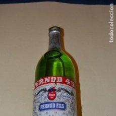 Coleccionismo de vinos y licores: PERNOD 45 . BOTELLA LLENA CON SELLO DE 8 PESETAS. Lote 106003359