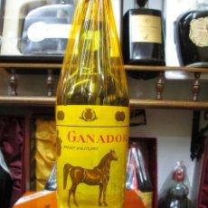 Coleccionismo de vinos y licores: ANTIGUA BOTELLA BRANDY COÑAC, GANADOR VIEJISIMO DE IMPUESTO DE 80 CTS, DECADA AÑOS 50-60. Lote 106592807