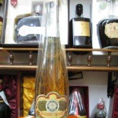 Coleccionismo de vinos y licores: ANTIGUA BOTELLA COÑAC BRANDY, ESCARCHADO DE IMPUESTO DE 4 PTS, DECADA DE LOS AÑOS 60-70. Lote 106643607