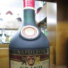 Coleccionismo de vinos y licores: ANTIGUA BOTELLA BRANDY COÑAC, GRAND EMPEREUR NAPOLEÒN FRANCIA. Lote 107352731
