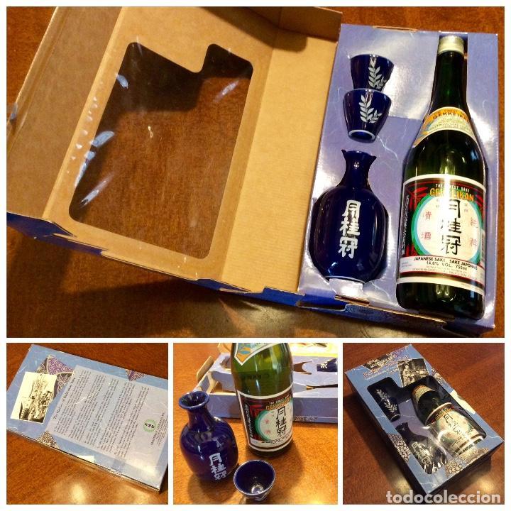 GEKKEIKAN SAKE ORIGINAL JAPÓN. SET DE UNA BOTELLA DE 750ML. CON DOS VASOS Y UNA JARRA DE PORCELANA. (Coleccionismo - Botellas y Bebidas - Vinos, Licores y Aguardientes)