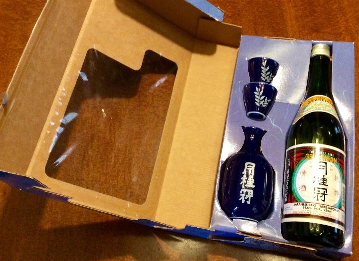 Coleccionismo de vinos y licores: Gekkeikan Sake original Japón. Set de una botella de 750ml. Con dos vasos y una jarra de porcelana. - Foto 6 - 108420071