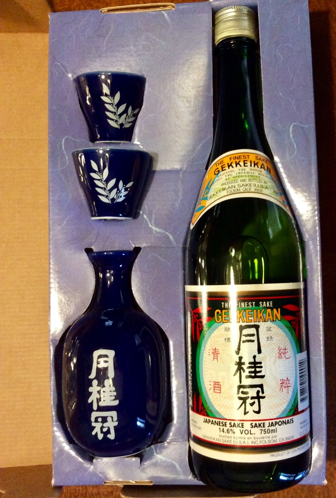 Coleccionismo de vinos y licores: Gekkeikan Sake original Japón. Set de una botella de 750ml. Con dos vasos y una jarra de porcelana. - Foto 7 - 108420071