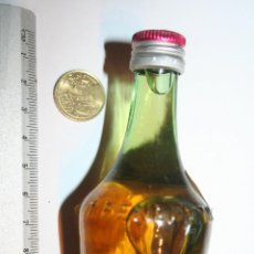 Collectionnisme de vins et liqueurs: LICOR BENEDICTINE *** ANTIGUA BOTELLA MINI *** (CON LIQUIDO). Lote 109244575