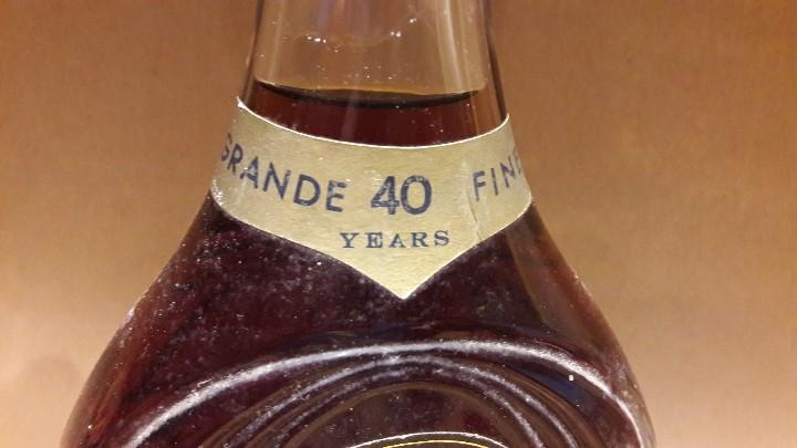 Coleccionismo de vinos y licores: EXCEPCIONAL BOTELLA DE BRANDY METAXA GRANDE FINE 40 YEARS / COMPRADA EN LOS '70 - Foto 3 - 109431867