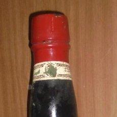 Coleccionismo de vinos y licores: BOTELLA DE EXPOSICION. 1920. MADERA. PUBLICITARIA. MONJA-QUINA. VINO JEREZ. CAYETANO DEL PINO. VER. Lote 109547407