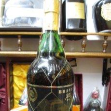 Coleccionismo de vinos y licores: ANTIGUA BOTELLA BRANDY COÑAC, SUAU ETIQUETA NEGRA 25 AÑOS 1851, ELABORADO EN MALLORCA ESPAÑA. Lote 110135923