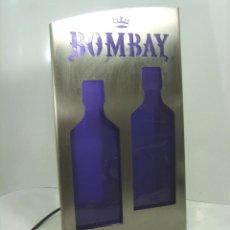 Coleccionismo de vinos y licores: CARTEL LAMPARA ACERO TROQUELADO - GINEBRA BOMBAY - CON LUZ ¡¡¡ FUNCIONANDO ¡¡¡ 39 CMS GIN LUMINOSO. Lote 110271691