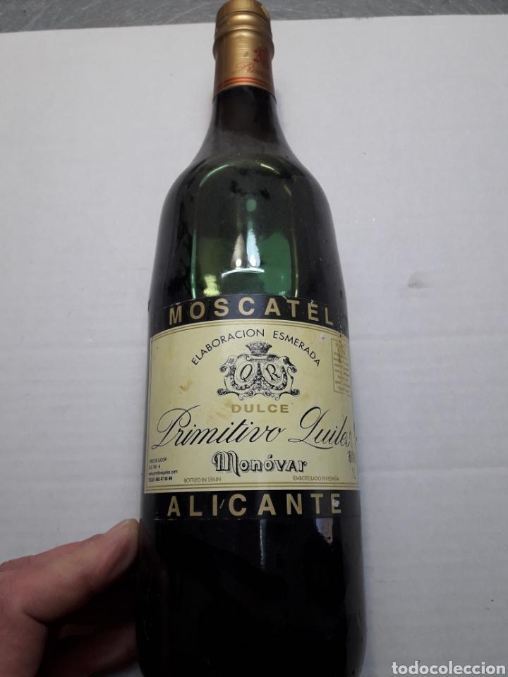 BOTELLA ANTIGUA DE MOSCATEL DE MONOVAR LLENA (Coleccionismo - Botellas y Bebidas - Vinos, Licores y Aguardientes)