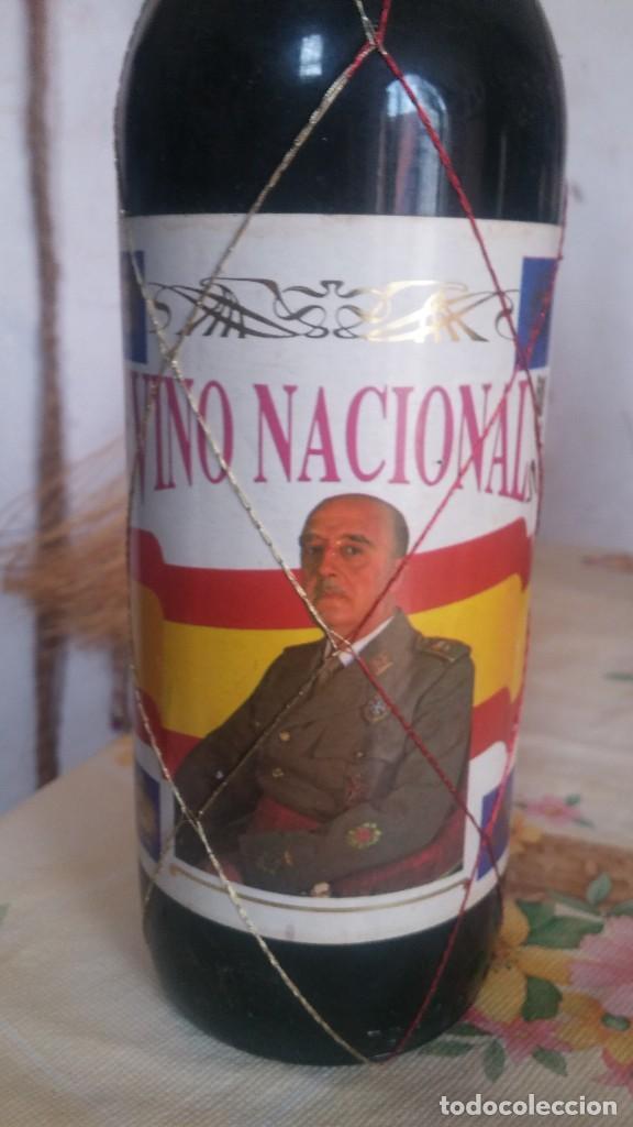 Coleccionismo de vinos y licores: Botella de Vino Nacional Francisco Franco - Foto 2 - 111983543