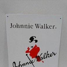 Coleccionismo de vinos y licores: CHAPA PUBLICIDAD JOHNNIE WALKER, REPRODUCCIÓN. Lote 112220235