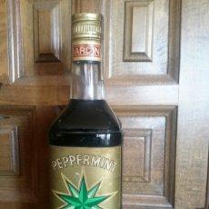 Coleccionismo de vinos y licores: ANTIGUA BOTELLA DE PEPPERMINT BARDINET SELLO DE 8 PESETAS PRECINTADA. Lote 112981112
