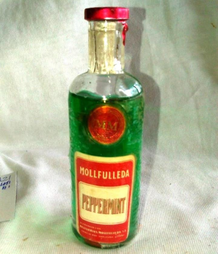BOTELLÍN DE PEPPERMINT. DESTILERÍAS MOLLFULLEDA. LICOR DE MENTA BARCELONA. BOTELLITA ANTIGUA. A2108. (Coleccionismo - Botellas y Bebidas - Vinos, Licores y Aguardientes)