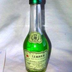 Coleccionismo de vinos y licores: BOTELLÍN DE IZARRA, LICOR DE LA COSTA VASCA. PAIS VASCO. A8123.. Lote 85342952
