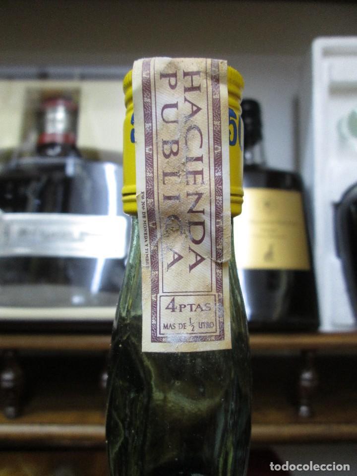 Coleccionismo de vinos y licores: ANTIGUA BOTELLA BRANDY COÑAC, 501 AMARILLA 1783 DE IMPUESTO DE 4 PTS, DECADA 60-70 - Foto 3 - 114456667