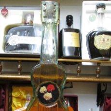 Coleccionismo de vinos y licores: ANTIGUA BOTELLA BRANDY COÑAC, GUITARRA DE DESTILERIAS CAMPENY MASNOU BARCELONA. Lote 114458083