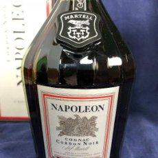 Coleccionismo de vinos y licores: BOTELLA MARTELL NAPOLEON COGNAC CORDON NOIR EN SU CAJA NUEVA 29,5X11CMS. Lote 114975067