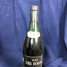 Coleccionismo de vinos y licores: BOTELLA VINO TINTO RIOJA VIÑA DORANA GOMEZ CRUZADO HARO COSECHA 1970 29CMS. Lote 114976419