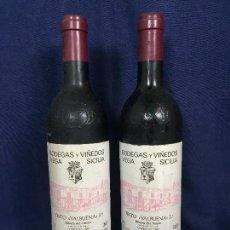Coleccionismo de vinos y licores: BOTELLA DOS BOTELLAS VEGA SICILIA TINTO VALBUENA COSECHA 1985 RIBERA DUERO 75CL 30CMS. Lote 114984415