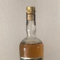 Coleccionismo de vinos y licores: BOTELLA DE CHARTREUSE 55 GRADOS, ABIERTA , CASI ENTERA. PRECIO DE SALIDA 1 EURO.. Lote 115285407