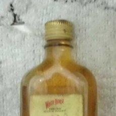 Coleccionismo de vinos y licores: BOTELLIN WHITE HORSE. FINE OLD SCOTCH WHISKY RF-5289. Lote 116079051