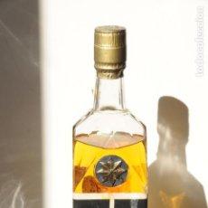 Coleccionismo de vinos y licores: ANTIGUA BOTELLA WHISKY THE ANTIQUARY. AÑOS 70. SIN ABRIR.. Lote 117300055