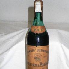 Coleccionismo de vinos y licores: ANTIGUA BOTELLA BRANDY JEREZANO TRES RACIMOS DE PALOMINO & VERGARA.JEREZ. Lote 118366427