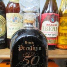 Coleccionismo de vinos y licores: ANTIGUA BOTELLA BRANDY COÑAC, PRESTIGIO 50 DE BODEGAS Y LICORES SINC ALCOY ALICANTE. Lote 118646719