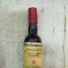Coleccionismo de vinos y licores: BOTELLIN GOLDEN OLOROSO FRAGATA. BODEGAS JOSE BUSTAMANTE. JEREZ RF-5397. Lote 118885771