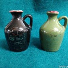 Coleccionismo de vinos y licores: 2 MINI CANECO .- JARRAS DE CERAMICA DE WHISKY KING OF SCOTS .- ALTURA 8 CM. VACIAS. Lote 119356038
